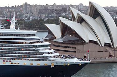 Cunard_Queen Elizabeth