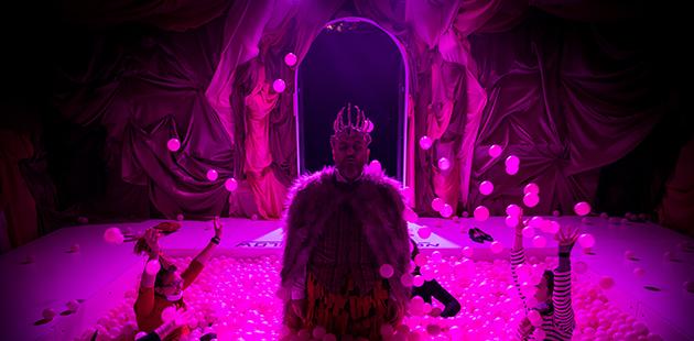 A Midnight Visit, The King - photo by Anna Kucera